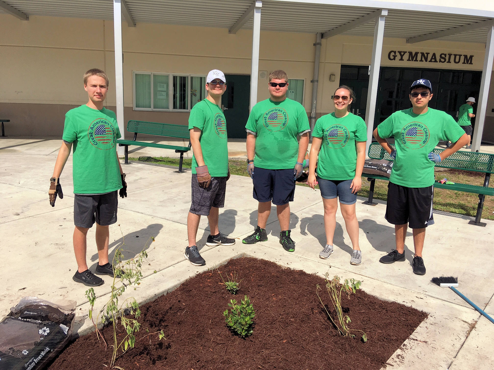 CCREST Students Volunteer Gardeners